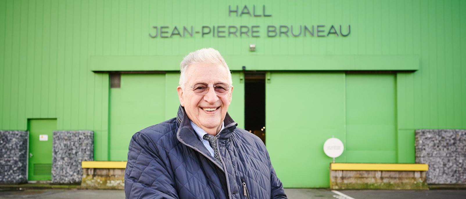 La halle G du marché a été baptisée du nom du Chef Jean-Pierre Bruneau